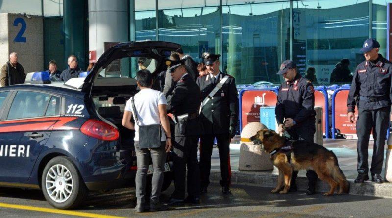 Diciottenne rientra dalle vacanze in Spagna e viene arrestato all'aeroporto