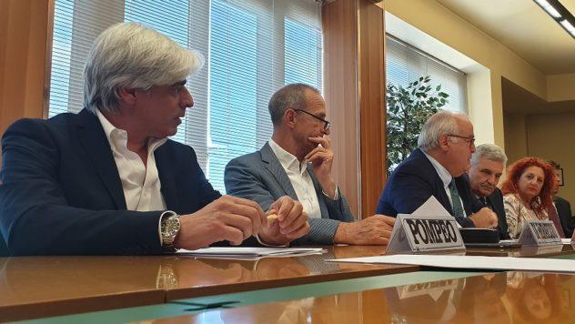 tavolo relatori il corriere della provincia