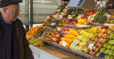 anziano mercato frutta il corriere della provincia