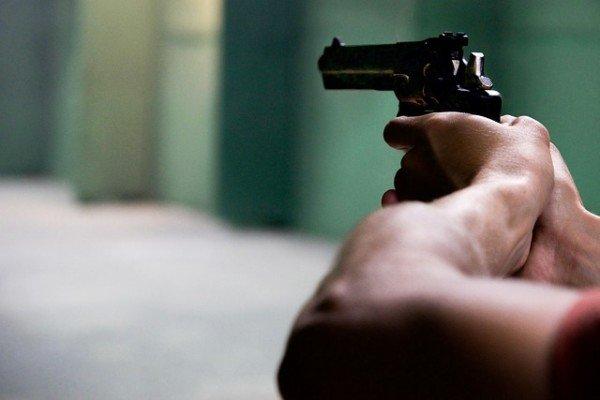 pistola in pugno il corriere della provincia
