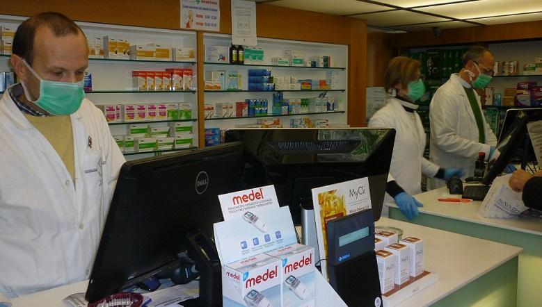 farmacisti bancone il corriere della provincia