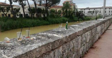 bottiglie muro lungoliri il corriere della provincia