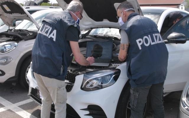 auto lusso polizia stradale