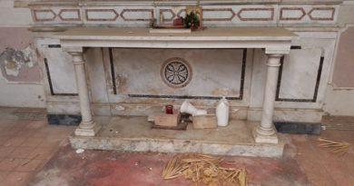 altare chiesetta parco villa comunale