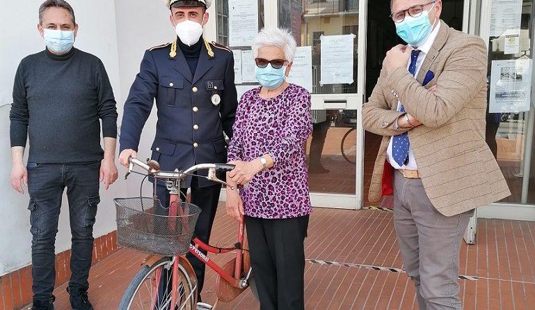 bicicletta anziana aquino