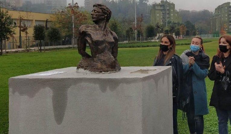 viola scultura