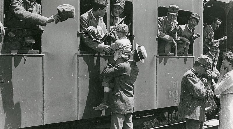 saluto treno militari