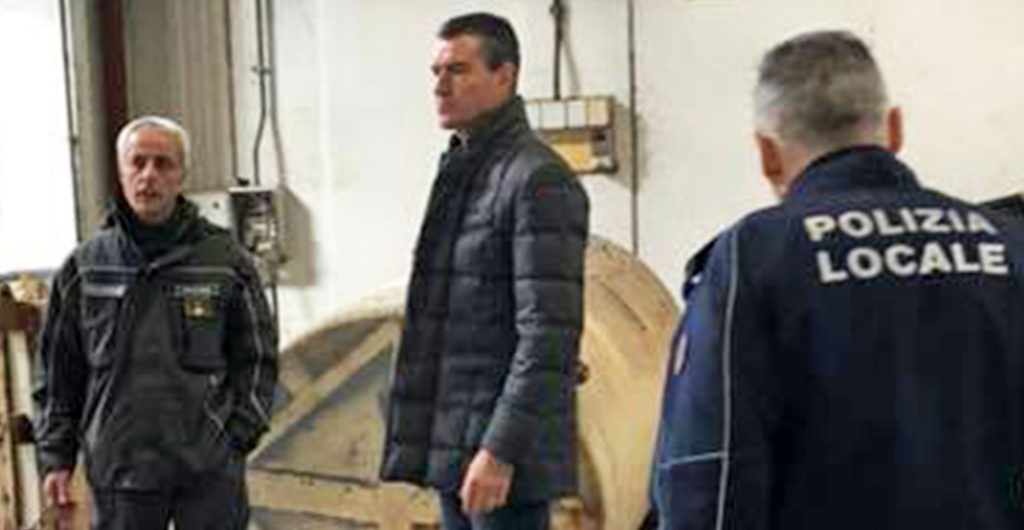Sindaco caligiore polizia locale vigili scarico scarichi fiume sacco inquinamento veleni ceccano schiuma frosinone ciociaria