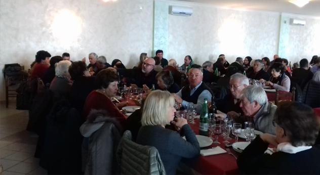 """attualità Frosinone Ferentino Ciociaria Antonio Pompeo Pietropaoli pranzo natalizio Natale 2018 eventi natalizi sociale associazione """"Castello delle Vigne"""" Franco Martini Sterpara Vallone"""