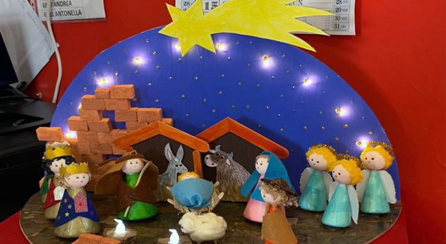 scuola attualità istruzione studenti Frosinone Ciociaria concorso di Natale Valentina Sementilli attestati vincitori presepi alberi di Natale Alfio Borghese Sara Bruni creatività qualità artistica premi bambini