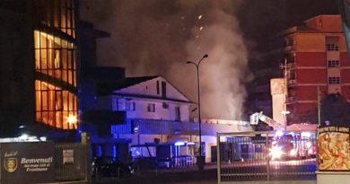 incendio supermercato lidl via maria frosinone vigili del fuoco
